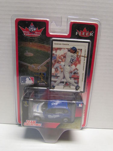 2001 Fleer White Rose Shawn Green Card and Dodgers PT Cruiser Diecast Car 1:64